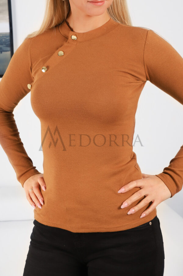 Caramel top with buttons 3