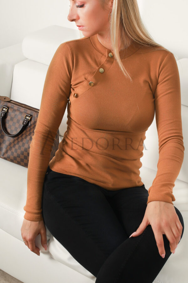 Caramel top with buttons 8