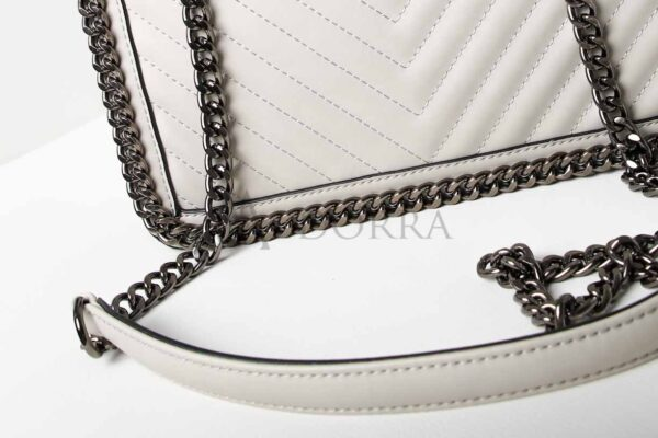 grey bag with chain 1